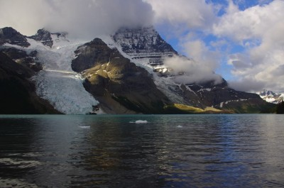 Small icebergs that give the lake its name