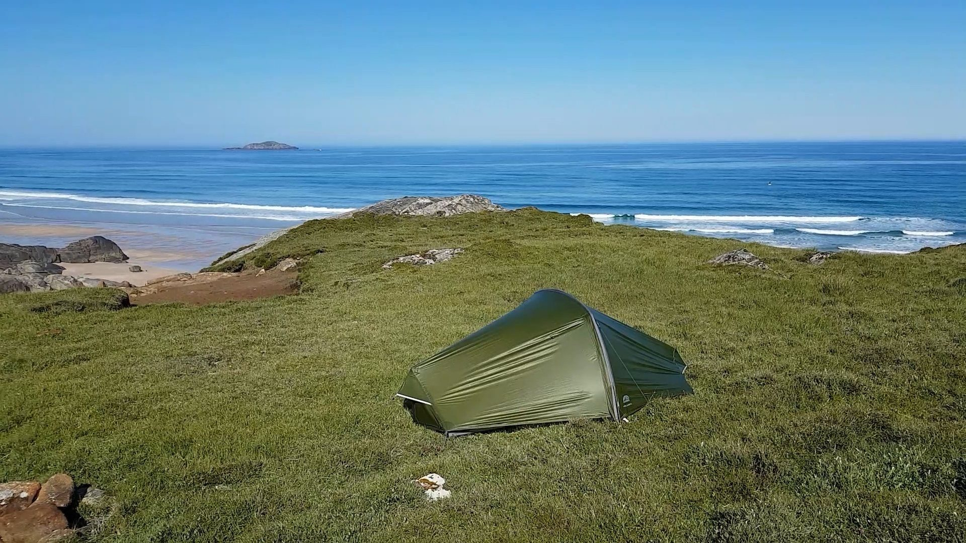 A lovely little wildcamping spot, with a view over the clear surf rolling in to Sandwood Bay